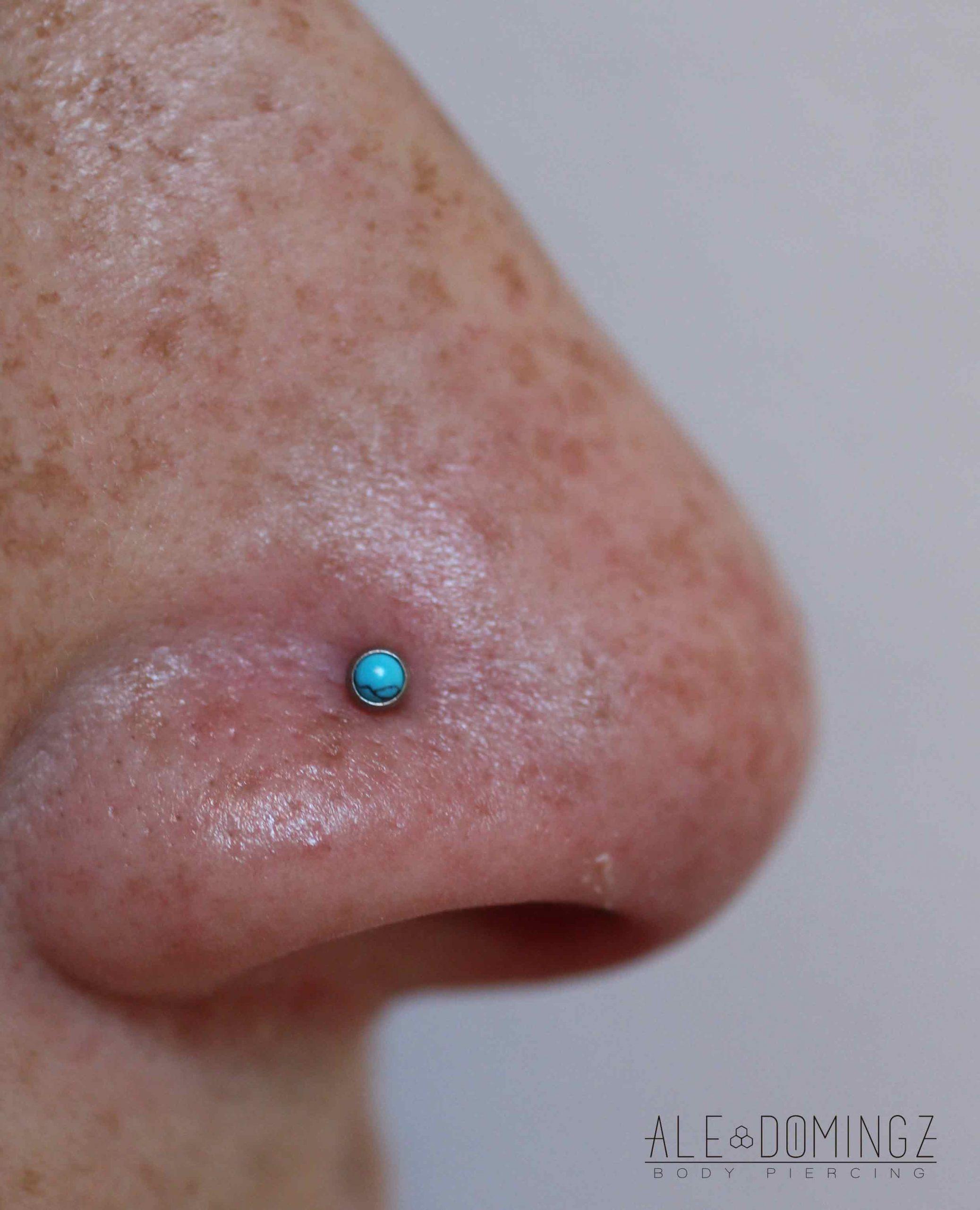 piercings-titanio-nostril-madrid-turquesa